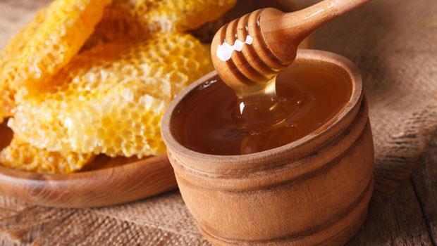 天然止咳強效組合!蜂蜜水加上1種家中一定有的香料,不再咳不停