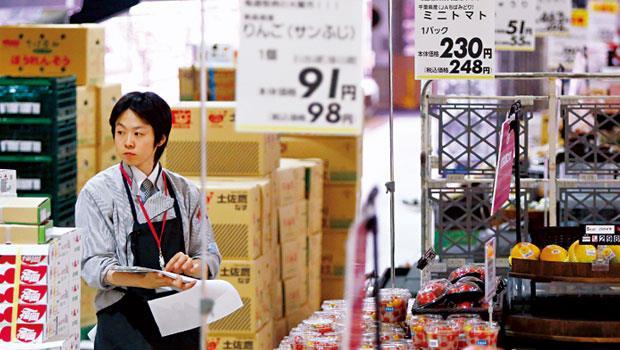 日本消費稅從5% 上調至8% 以來,消費者更加精打細算,大賣場因特色不鮮明,業績難衝高。