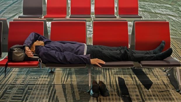 颱風天害班機延誤回不了家!保險會賠嗎?
