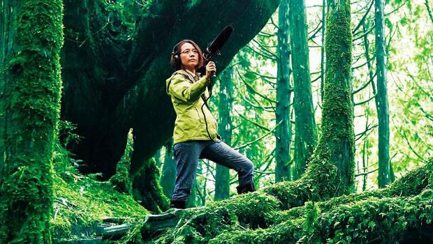 范欽慧 自然作家、廣播電視節目製作主持人、紀錄片編導、田野錄音師。因喜歡傾聽鳥鳴而走進自然,長期用聲音記錄台灣,致力發展土地的聽音美學。