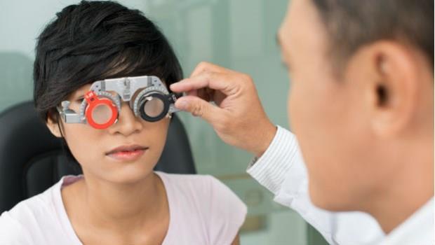 眼科醫師:別搞錯了!散光是天生的,與看電視或姿勢不良無關