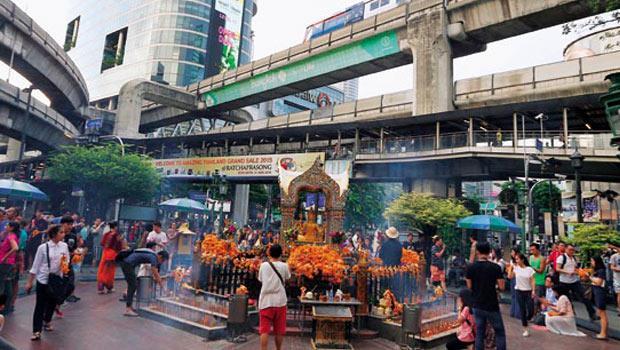 在曼谷爆炸案等「黑色8 月」情勢籠罩下,投資人若想在東南亞淘金,做足功課、慎選仲介、貨比三家,一個動作都不能少。