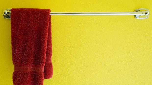 陰雨綿綿~毛巾上霉味洗不掉該怎麼辦?清洗時,加點●●除臭又抗菌!
