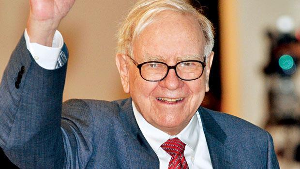 巴菲特身價超過700 億美元