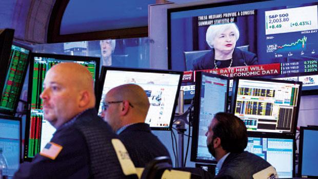 葉倫暫緩升息,面對未知利空,市場都在期待歐日央行能出手救市。