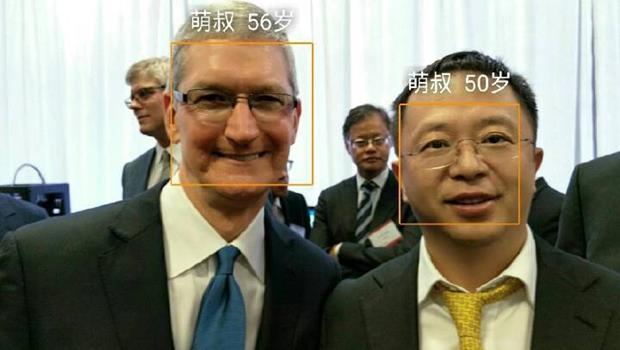 「旗艦款雙鏡頭」很厲害?拿自家新手機揪庫克自拍,中國奇虎360創辦人被酸「假會」