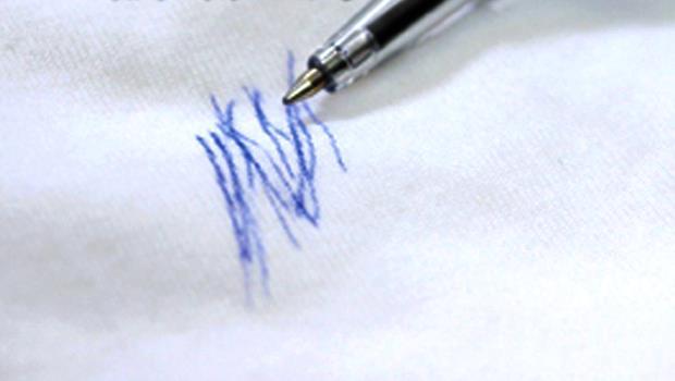 原子筆不小心畫到衣服了,該怎麼辦?用「●●」就能輕鬆去污!