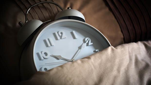 鬧鐘的「貪睡功能」,才是讓你越睡越累的主因!