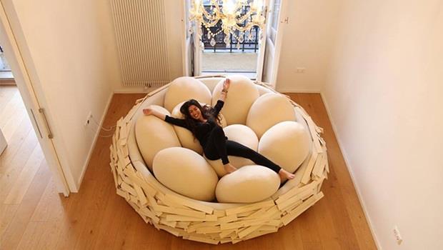 可放5~23個枕頭!這款「鳥巢沙發」讓你窩進去就不想出來