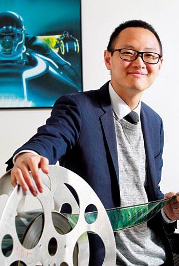謝安(圖中)與台灣科技創新之父周永明這對搭檔,如何在虛擬實境領域,讓台灣成為起跑點一員,挑戰之餘更多的是衝勁。