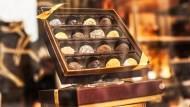 從比利時巧克力的一場比價大會,看懂財經新聞的荒謬