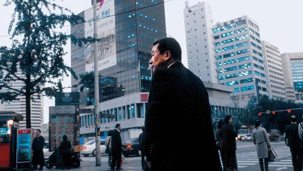 韓國財閥對年過50歲的中年員工不友善,後者常得提早想出路。
