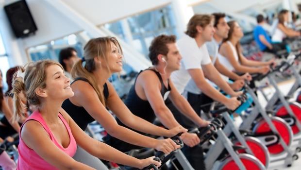 瑜珈的上衣要貼身、飛輪的鞋子適合硬底...一次收錄!超完整健身房的穿著及裝備建議