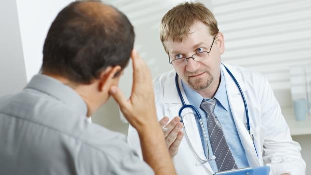 改變歧視的力量》當移民醫師因語言不熟練而道歉,他卻做了最體貼的回覆...