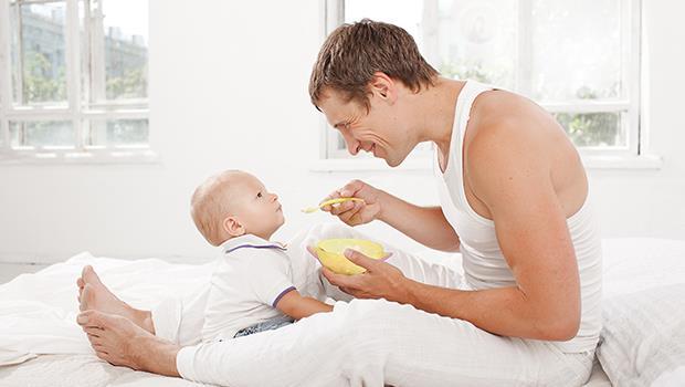 荷蘭「全職爸爸日」:讓新手爸爸一週上班四天,解決托育問題