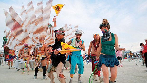 台灣團隊的東方氣息在現場超級吸睛,不僅蓮花媽祖廟外觀獨樹一幟,蕭青陽在遊行時踩出的陣頭步伐,更讓圍觀的外國人士露出好奇神情。