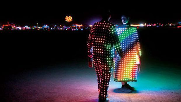 夜間人體燈光秀
