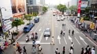 iPhone 6s變貴照買不誤、街上處處可見雙B...台灣人,真的變有錢了嗎