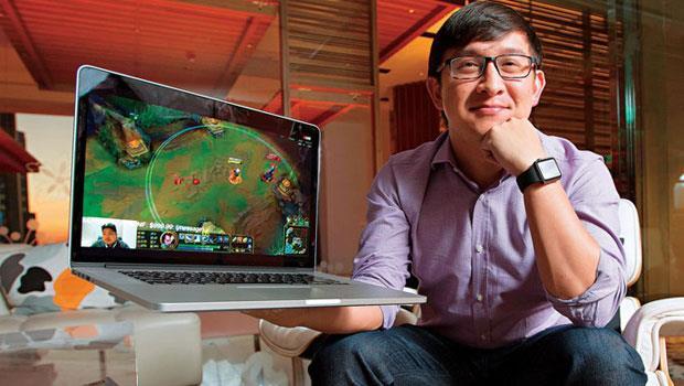 看著台灣高手直播的遊戲畫面,Twitch創辦人Kevin Lin說,台灣是少數產出過全球電競冠軍的國家,發展電競極富優勢。