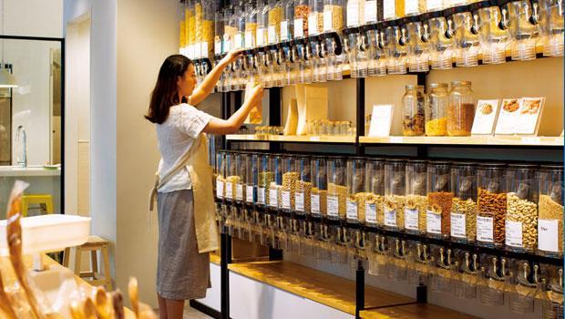 坐落於台北市民生社區,專賣西式料理烘焙食材的裸市集