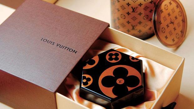 輪島塗不僅登上國際時尚殿堂,也製成巧克力吧台,成為東京希爾頓飯店的室內風景。