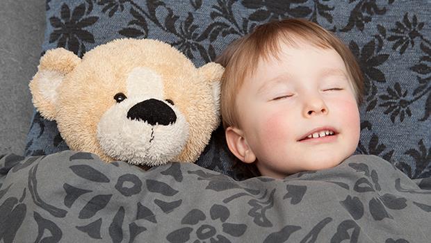 鼓勵小孩發問論辯不是講假的!以色列教育:小孩幾點睡、睡哪裡都跟爸媽「平行溝通」