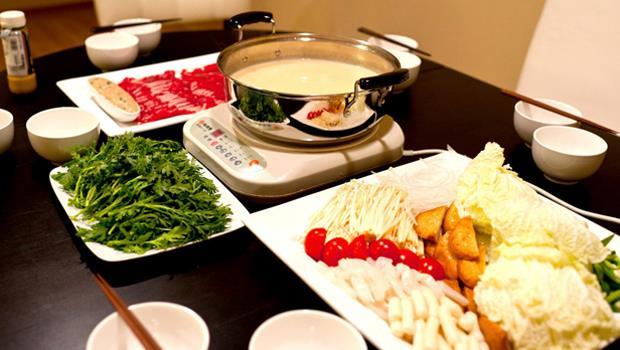 天涼就是要吃火鍋啊!用這6種食材做「味噌牛奶鍋」,熱量低又好吃