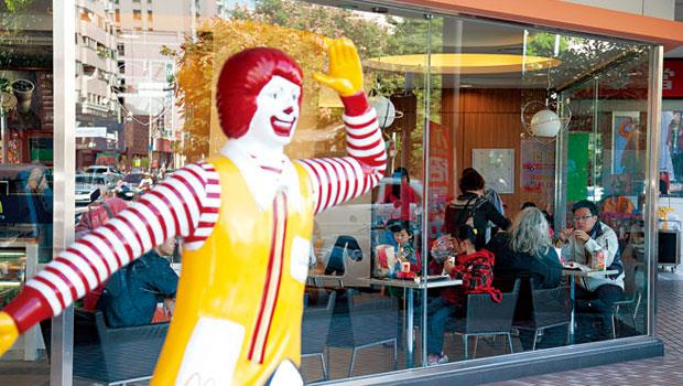 跨國餐飲高階人才不足,以及長期打價格戰的品牌形象,是義美等本地企業放棄拿下台灣麥當勞經營權的主要原因。