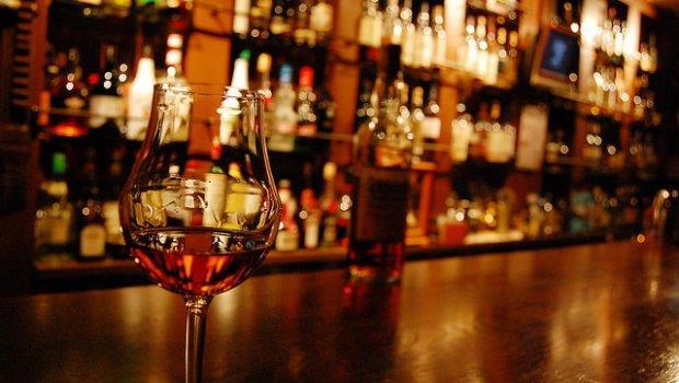 想知道一間酒吧好不好?威士忌達人:關鍵在「杯子」