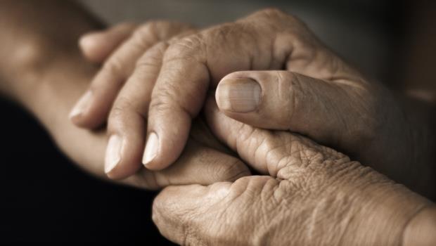 年老後照護費驚人!想保障老年失智風險,到底該買「殘廢險」還是「殘扶險」?