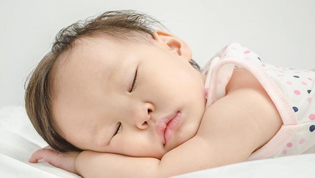 9個月大的寶寶就可以開始!5步驟幫小孩建立睡眠「好習慣」