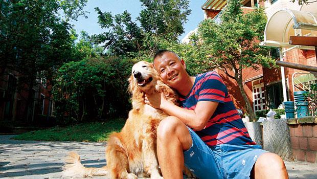 黎傳銘移居台中,不但讓自己更慢活,也讓愛犬JJ的生活更豐富。