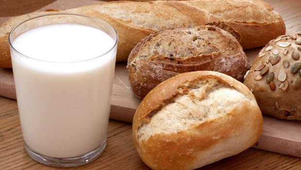 原來吃麵包不能配牛奶、喝拿鐵咖啡不能補鈣!吃錯食物搭配,營養都被浪費了