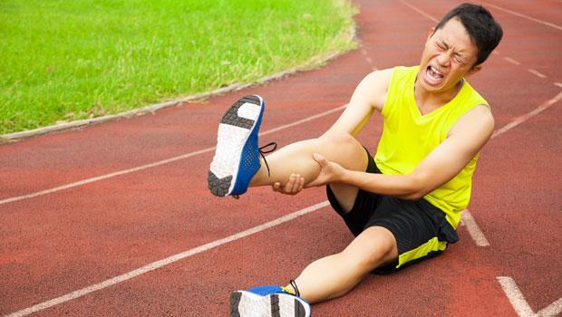 原來跑鞋不是越軟越好!運動前沒搞懂3件事,小心「腳筋」就是這樣廢掉的