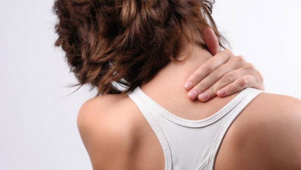 不只是枕頭惹禍,常常「落枕」是身體拉警報!5大自救法緩解疼痛