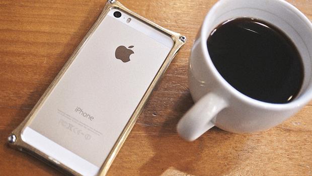 大杯摩卡、最新iPhone...給年輕人的忠告:「假裝有錢」只能爽一時