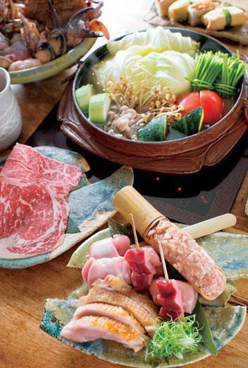 私宅主打的桂丁雞肉盤,包括雞腿排、雞胗、小腿肌、雞柳與雞軟骨丸子各種部位。