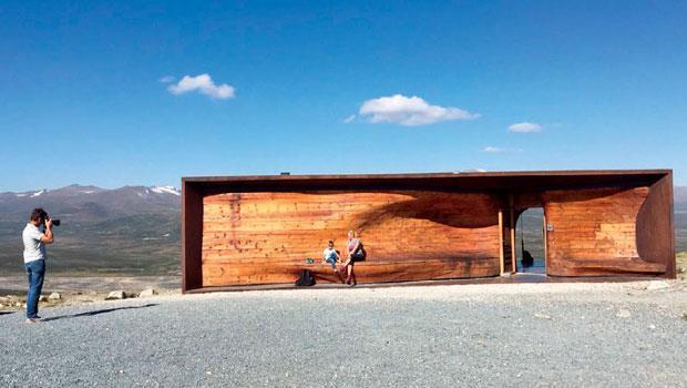 位於山頂上,專門供登山者停留、休息,觀察馴鹿的野生馴鹿中心。
