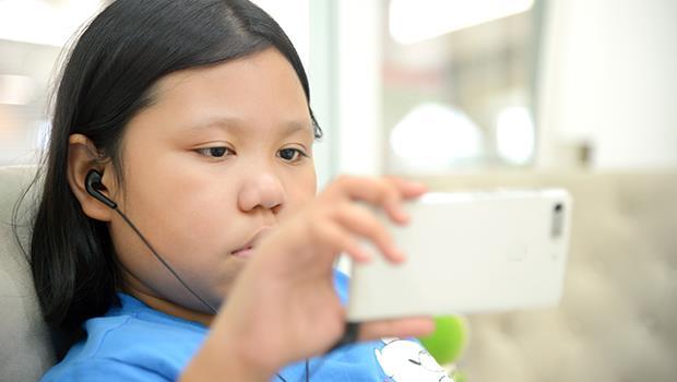孩子看螢幕時間過多了嗎?一個檢測表,幫父母評估小孩是否「3C超標」