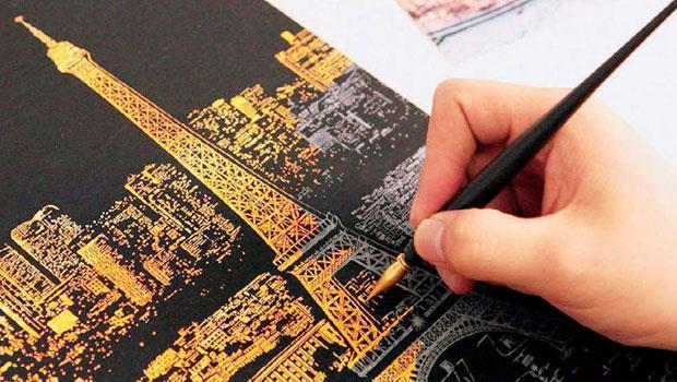 Lago手刮城市夜景繪本,給你一只專用刮筆,在一片漆黑中,刮出一片金色的誘人夜景。