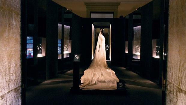 好萊塢明星Linda Christian 1949年在羅馬結婚時戴寶格麗婚戒,並由當時聞名的婚紗設計師Fontana姊妹為Linda Christian設計婚紗。