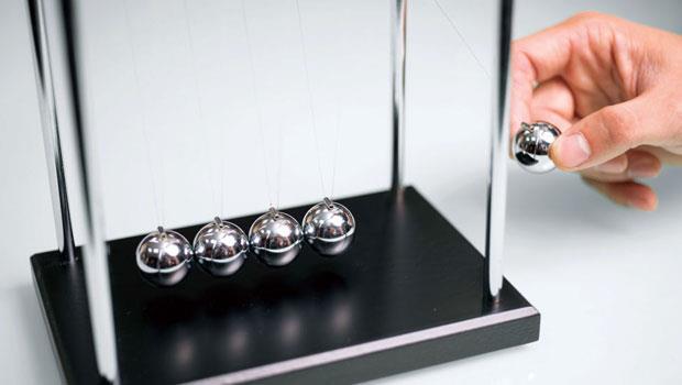 主管桌上最愛的經典單品--牛頓擺