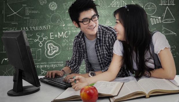 國高中被說太小、上大學又嫌太老...爸媽們,到底幾歲才是「談戀愛」最好的年紀?