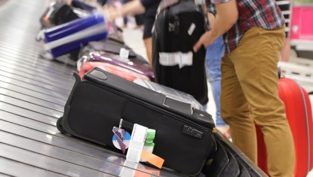 公務員怒!國旅卡一半額度不能購物、只能跟團...政府對觀光慘業束手無策,地產專家提「這個解方」
