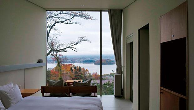 房間窗外就是河口湖與富士山美景,和自然合一。