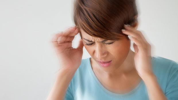 頭痛時覺得脖子硬硬的,小心是腦出血!醫師:6種頭痛類型,該做腦部掃描