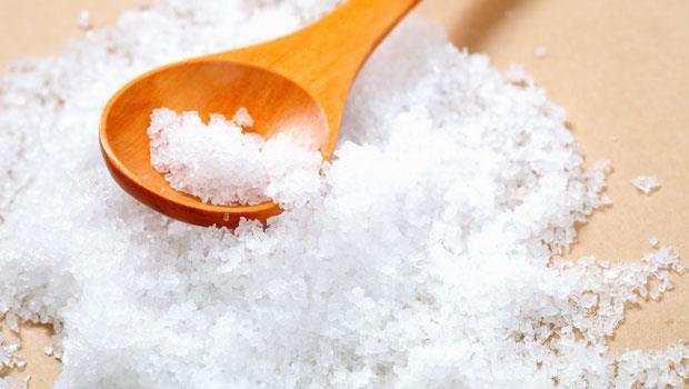 炒菜都不放鹽巴味精,為什麼還高血壓?營養師:看不見的鹽,藏在這10種食物裡!