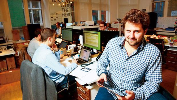 31歲華爾街小子倫敦創業每天用5、6 種金融科技,省下一半時間與費  「隨時隨地安排金融交易,不用受銀行限制!」