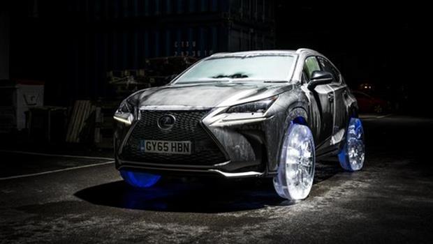 又有新招!上次是紙版休旅車,這次Lexus推出「冰製輪胎」
