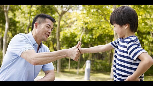 兒子會用網路訂書,跟電影人物超熟...駱以軍:我們這世代的父親,還能跟孩子說什麼故事?